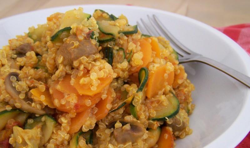 Quinoa Salat mit Pesto