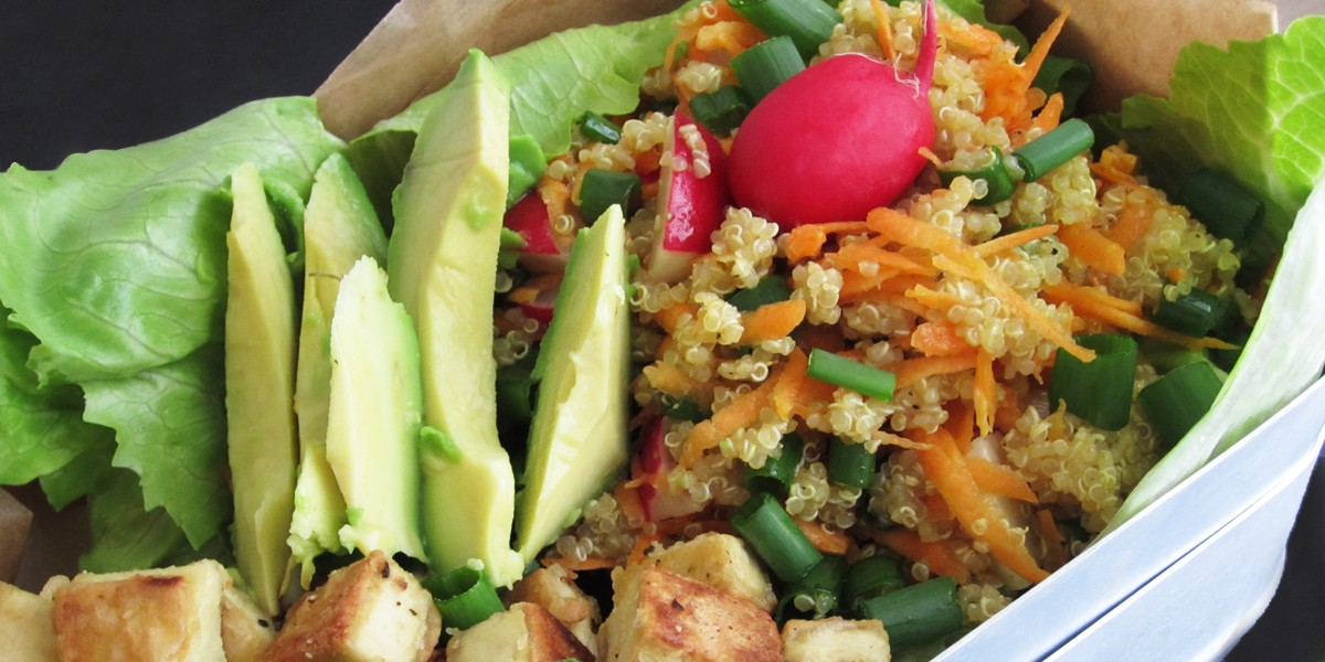 quinoa salat mit tofu und avocado vegan f r unterwegs. Black Bedroom Furniture Sets. Home Design Ideas