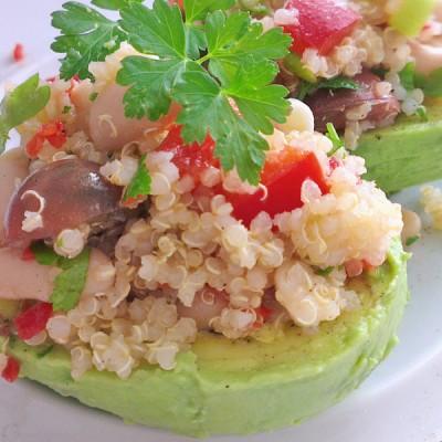 gefuellte_Avocados_mit_Quinoa