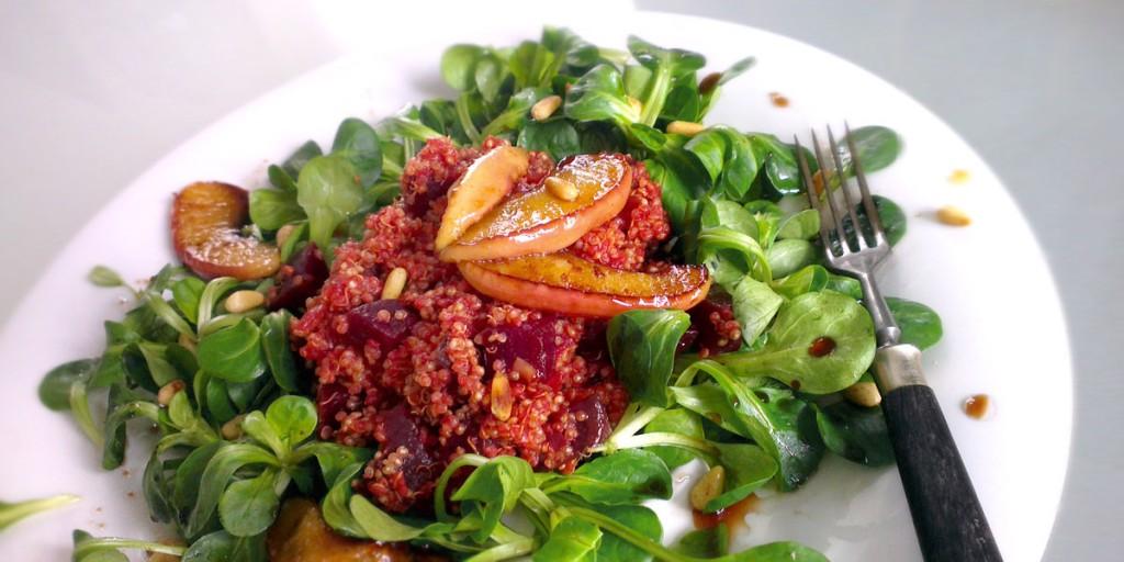 rote beete quinoa auf feldsalat vegan und glutenfrei. Black Bedroom Furniture Sets. Home Design Ideas