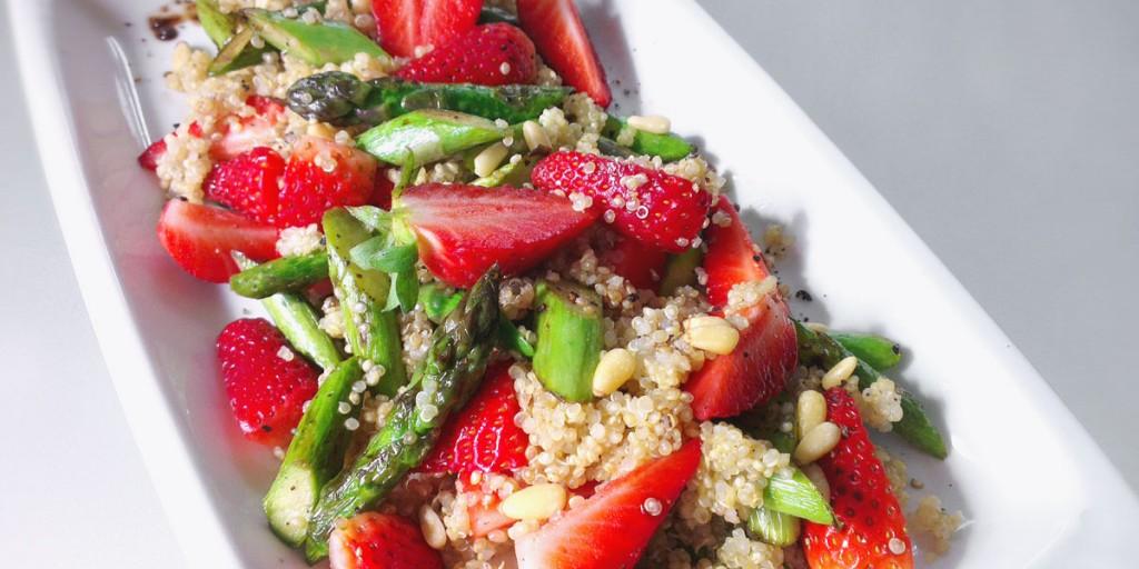 spargel erdbeer salat mit quinoa vegan und glutenfrei. Black Bedroom Furniture Sets. Home Design Ideas