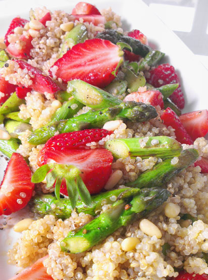 Spargel-Erdbeer-Salat mit Quinoa